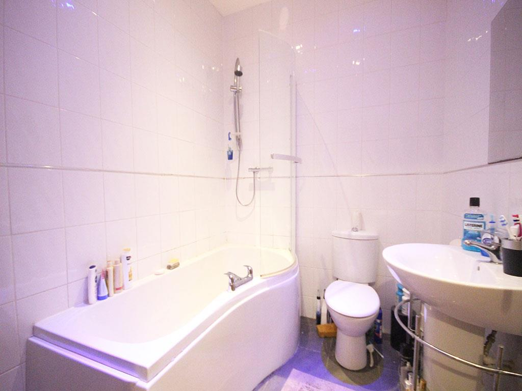 2 bedroom apartment To Let in Colne - IMG_3174.jpg